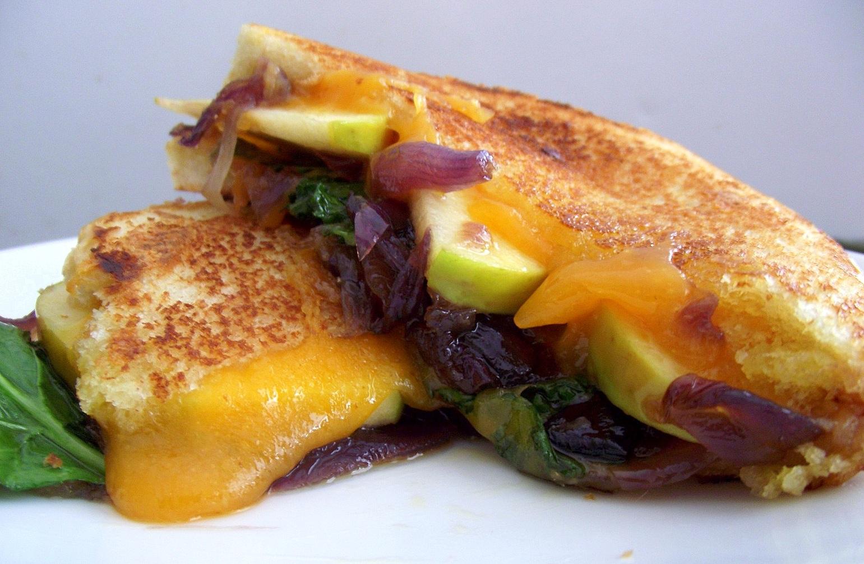 grilled-kale-apple-cheddar-1