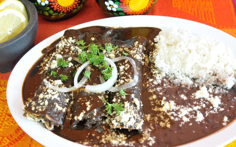 enchiladas-de-mole-negro-o-mole-rojo-oxacan-cuisine