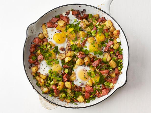 skillet-hash-and-eggs